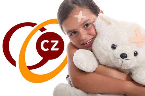 Meisje met pleister en beer