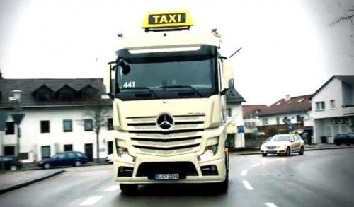 Mercedes_Actros_taxi.jpg